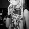 adamszczowna13 W momencie w którym jestem wkurwiona na cały świat nie pocieszaj mnie siądź obok mnie przytul z całej siły i daj papierosa. Wierzysz w przyjaźń damsko męską? Ni