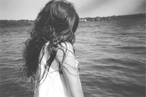 Фото девушка с длинными волосами со спины на аву в контакт 174